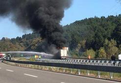 TEMde TIR yangını Trafik ulaşıma kapatıldı