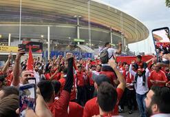 Türk taraftarlar Stade de Francea akın etti
