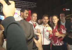 Dünya Şampiyonu Cimnastikçi İbrahim Çolak, İzmirde coşkuyla karşılandı