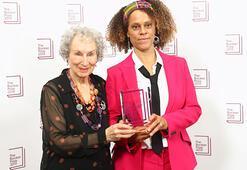 Booker Edebiyat Ödülünü Margaret Atwood ve Bernardine Evaristo kazandı