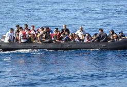 Çanakkalede lastik bot içinde 55 kaçak göçmen yakalandı