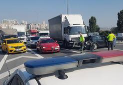 TEMde feci kaza 3 şerit trafiğe kapandı