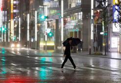 Tayfundan kaçan evsizler barınağa alınmayınca Japonya karıştı