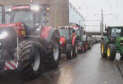 Hollandada çiftçilerden, hükümetin tarım politikasına protesto