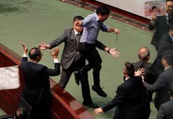 Hong Kongda meclis oturumu protestolar nedeniyle iptal