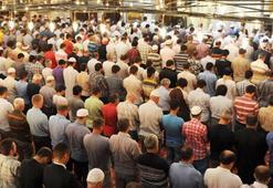 Cuma namazına katılacak vatandaşlar araştırıyor: Cuma namazı kaç rekat Nasıl kılınır