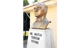 Atatürk büstü ilk günkü gibi
