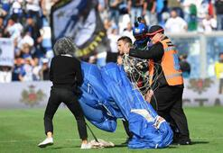 Sassuolo-Inter maçına paraşütle girdi