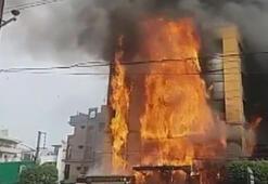 Dört katlı otel cayır cayır yandı