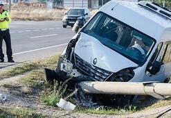 Servis minibüsü devrildi Çok sayıda yaralı var