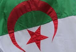 Cezayirde emekli general hakkında tutuklama kararı