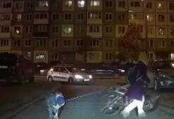 Çocuğunu bisikletine bağlayan anne tepki çekti
