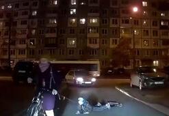Bu görüntülere tepki yağdı... Bisikletine bağladı