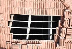 Çatıda havalandırma boşluğu açıp kenevir yetiştirmiş