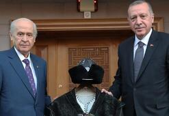 Bahçeliden Erdoğana Hakan kaftanı