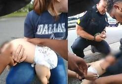 Polis, nefes borusuna kraker kaçan bebeği böyle kurtardı