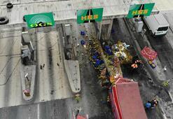 TEM bağlantı yolunda trafiği kilitleyen kaza Gişelere girdi