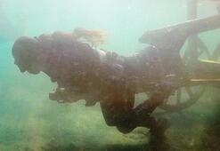 Haberi duyan geldi Su altında tam 100 kiloluk kağnıyı...