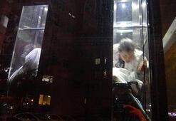 Metrobüs asansörünü görenler hemen telefona sarıldı Tam 45 dakika...