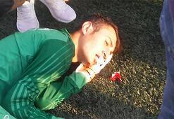 Amatör maçta 1 futbolcunun dili boğazına kaçtı, diğerinin 3 dişi koptu