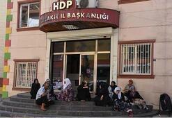 Diyarbakırda evlatlarını bekleyen ailelerden suç duyurusu