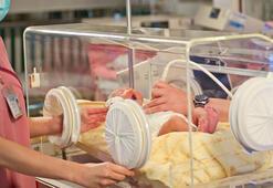 67 yaşındaki kadın doğal yolla hamile kaldı, kız bebek dünyaya getirdi
