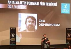 Zeki Demirkubuz söyleşisi öncesi 'dolu salon' protestosu