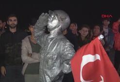 İzmirli canlı heykelden 24 saatlik rekor
