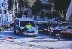 Trafik polisi, kaçan sürücüyü durdurmak için aracın kaputunda 2 kilometre tutundu