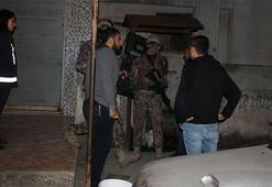 Ceyhanda terör örgütü propagandası yapan 5 kişi gözaltına alındı