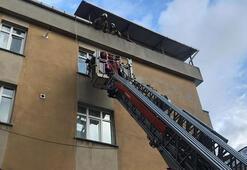 Bayrampaşada yangın; balkonda mahsur kalanlar kurtarıldı