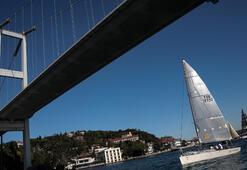 İstanbul Boğazında yelkenli şöleni