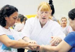 Görme engelli sporcu kadınlara aikido öğretti