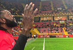 Adebayor: Fenerbahçe maçında Tanrı bizimle olsun