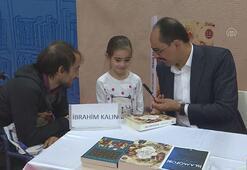 Kalın, TÜYAPta kitaplarını imzaladı