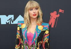 Taylor Swiftin vazgeçilmezi: Kırmızı ruj