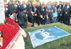 Ecevit, mezarı başında anıldı