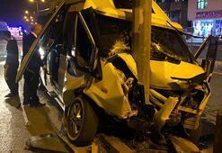 Fabrika servis minibüsü direğe çarptı: Yaralılar var