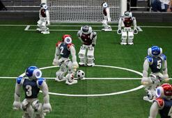 Robot futbolcular, insanlara karşı mücadele edecek