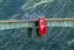 Türkiyenin en yüksek köprüsü 2 ili birbirine bağlıyor...