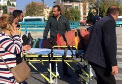 Minibüs ani fren yapınca düşen 3 yolcu yaralandı