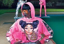 Nicki Minaj pembesi