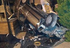 Otomobil restoran bahçesine uçtu: Yaralılar var