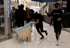 Metro istasyonu ve alışveriş merkezine saldırdılar