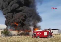 Plastik kasaların tutuşması sonucu çıkan yangın söndürüldü