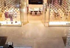 Dubaide alışveriş merkezini su bastı