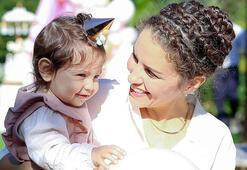 Anne bebeğine mama da verse onu sevgiyle besleyecektir