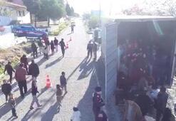 Kamyon kasasından 82 göçmen çıktı