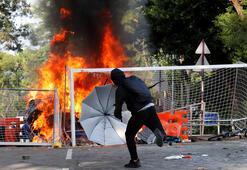 Hong Kongdaki çatışmalar üniversite kampüslerine sıçradı