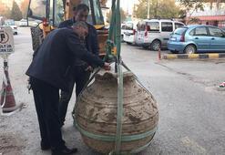 Tarlasını sürerken bin yıllık pitos buldu